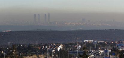 Contaminación sobre Madrid vista desde Torrelodones.