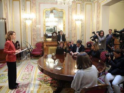 La presidenta del Congreso, Meritxell Batet, compareciendo en rueda de prensa.