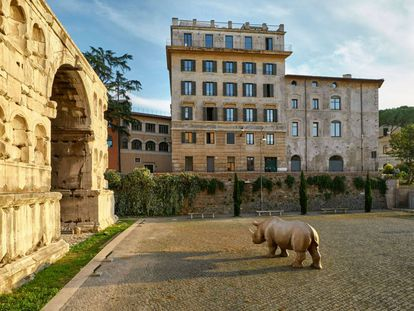 Exterior del nuevo hotel de Kike Sarasola, The Rooms of Rome Palazzo Rhinoceros, frente a los Foros Imperiales. |