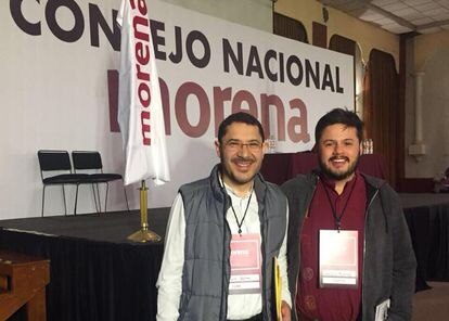 Martí Batres y Sebastián Ramírez en el Consejo Nacional de Morena, el 19 de noviembre de 2017.