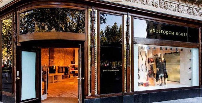 Imagen de una tienda de Adolfo Domínguez.
