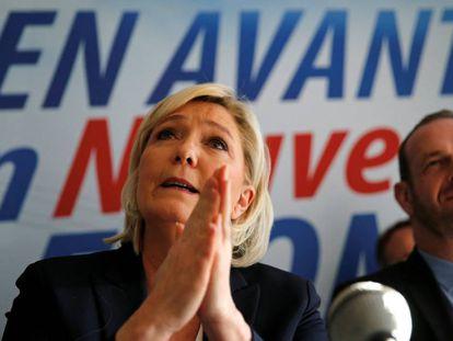 Marine Le Pen, líder del Frente Nacional, en una reuda de prensa en la ciudad de Laon el pasado domingo. 2018.