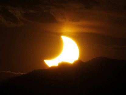 Vista del eclipse solar anular en las Montañas Rocosas, en 2012.