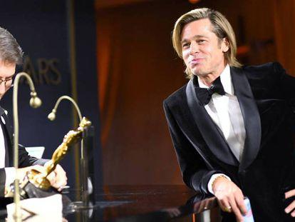 Brad Pitt, durante la fiesta posterior a la entrega de los Oscar. En vídeo, el resumen de la ceremonia.
