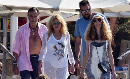 Manuel Segura, Carmen Cervera, Blanca Cuesta y Borja Thyssen, durante unas vacaciones de verano en Formentera.