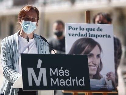La candidata de Más Madrid, Mónica García, en la presentación de su cartel electoral en Alcorcón.