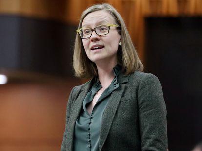 Karina Gould durante una intervención en el Parlamento en Ottawa, Ontario, Canadá.