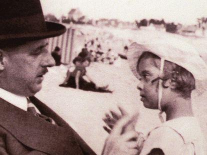 Charles De Gaulle y su hija Anne.