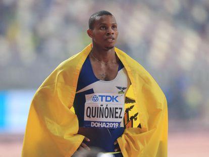 Alex Quiñónez, tras ganar la medalla de bronce de la final de 200 metros de los Campeonatos Mundiales de Doha, en 2019.