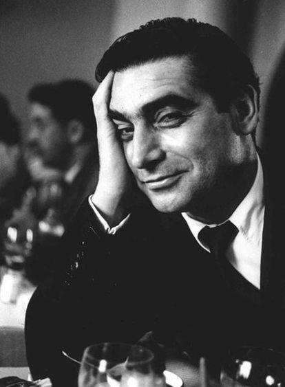 El fotógrafo Robert Capa, en 1952 en París.