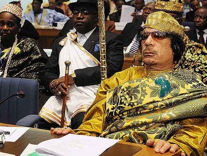 El líder libio Muammar el Gaddafi atiende la sesión inaugural de la cumbre de la Unión Africana el pasado 2 de febrero en Addis Abeba.
