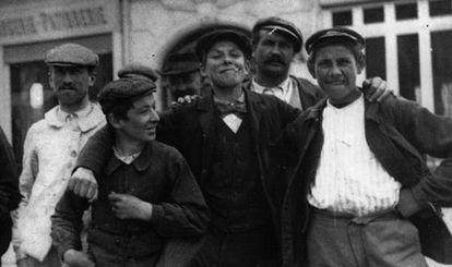 Fotografía de jóvenes apaches.