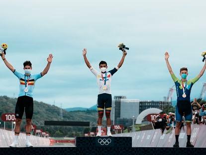 Carapaz, en el centro del podio de los Juegos Olímpicos.