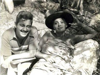 Perico Vidal, con Sofía Loren en el rodaje de 'Orgullo y pasión'.