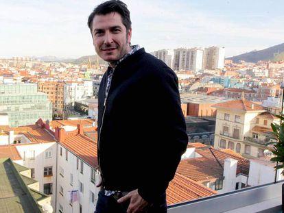 Carlos del Amor en la terraza de un céntrico hotel bilbaíno.