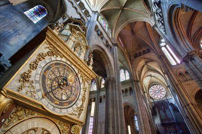 Reloj astronómico de la Catedral de Saint-Jean de Lyon, artefacto que fue construido en el siglo XIV.