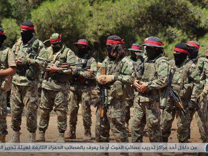 El grupo cercano a Al Qaeda, Hay'at Tahrir al-Sham, en Idlib(siria) en agosto de 2018.