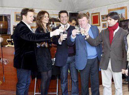 Jorge Cadaval, María José Suárez, Jaime Cantizano, César Cadaval y Francisco Rivera, en el acto de ayer.
