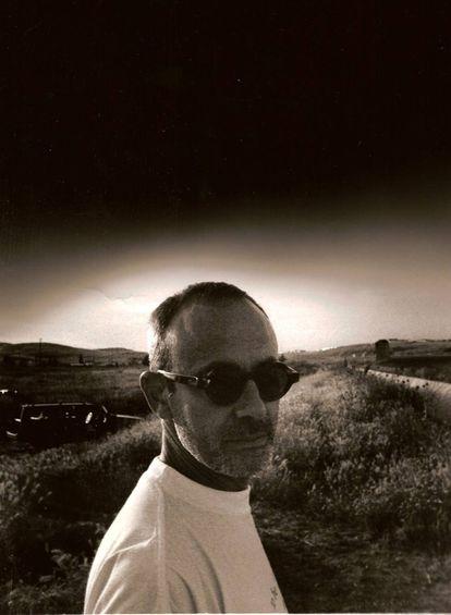 Luis Gómez Escolar durante la década de los noventa, en la que escribió las letras en español de los éxitos de Roxette. Imagen cedida por el artista.