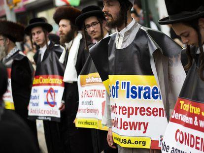 Judíos antisionistas participan en una protesta a favor de Palestina, este viernes en Nueva York.