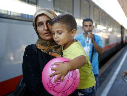 Una migrante llega a Viena procedente de Budapest.