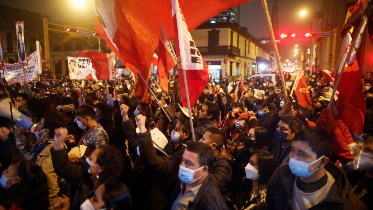 Perú se da un respiro tras la proclamación de Pedro Castillo