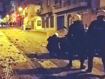 Disturbios en Linares (Jaén) en la noche de este sábado.