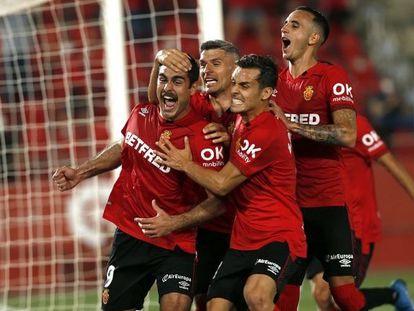 Los jugadores del RCD Mallorca celebran un gol