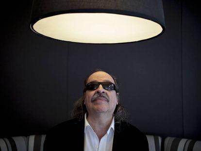 Litto Nebbia posa para la cámara tras la entrevista con EL PAÍS.