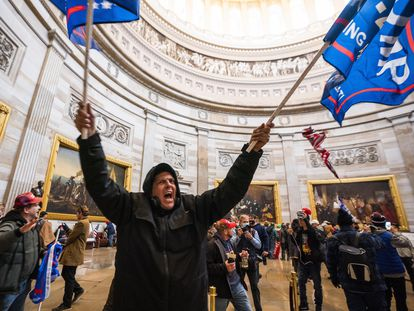 Partidarios de Trump irrumpen en la Rotonda del Capitolio en Washington, Estados Unidos, el pasado 6 de enero.
