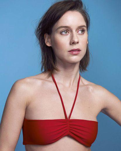 La actriz lleva un top de Gucci.