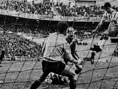Idígoras cabecea el gol ante Bolao y el meta Asenjo.