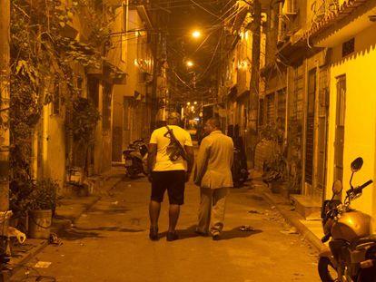 El pastor André Assis llega con su Biblia al corazón del narco de Río.
