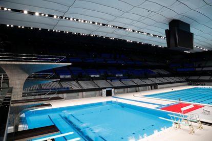 El interior del Centro Acuático de Tokio.  Se presentan las competencias olímpicas y paralímpicas de natación, buceo y natación artística de Tokio 2020.