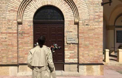 Cripta con la tumba del dictador Benito Mussolini en Predappio (Italia).