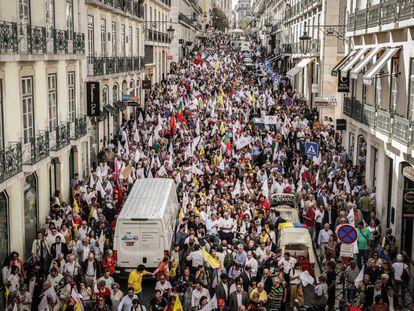 Asistentes al acto de cierre de campaña del primer ministro portugués, el socialista António Costa, este viernes en Lisboa.