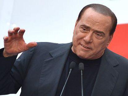 Berlusconi asiste a una manifestación del PDL en Roma el 4 de agosto.