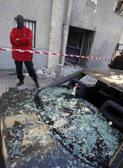 Estado en que ha quedado la sede socialista de Elgoibar tras la explosión de la bomba que ETA ha colocado esta madrugada