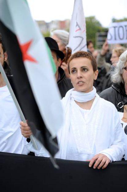 Fadua Suleimán, durante una protesta de la oposición siria en París en 2012.