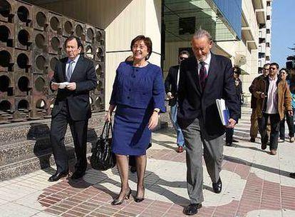 Varios consejeros de Unicaja, tras autorizar la fusión con Caja Castilla-La Mancha.