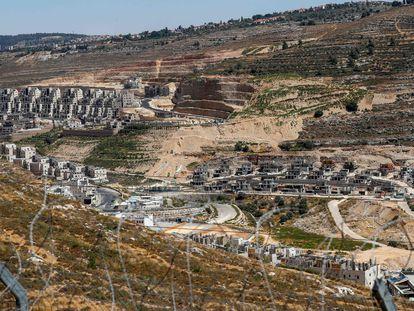 Vista general del asentamiento israelí Givat Zeev, cerca de Ramala, en Cisjordania, este miércoles.