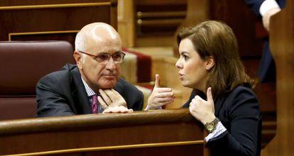 Santamaría y Duran conversan, este miércoles, en el Congreso.