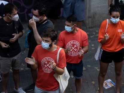 Activistas del Sindicato de Inquilinos en un desahucio