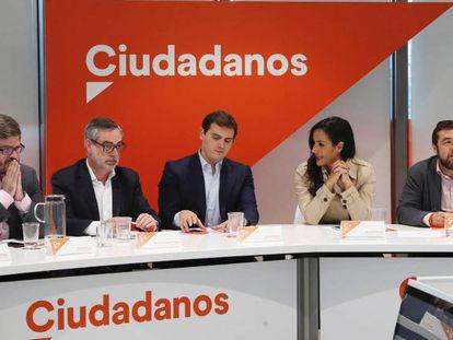 FOTO: Albert Rivera durante la reunión del comité permanente de Ciudadanos. / VÍDEO: Declaraciones de Rivera sobre la encuesta de Metroscopia, este lunes.