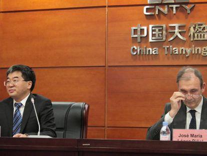 José María López, consejero delegado de Urbaser, junto a Shengjun Yan, presidente de CNTY.