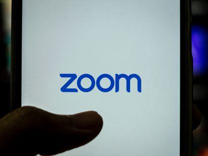 Logo de Zoom, una de las aplicaciones más populares de videollamadas.