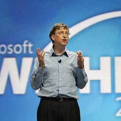 Bill Gates se dirige a los ingenieros de <i>hardware</i> de Windows durante la conferencia de este martes en Los Ángeles.