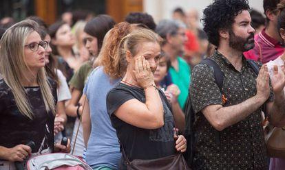 Concentración este martes en Castellón en repulsa por el asesinato de dos menores a manos de su padre.