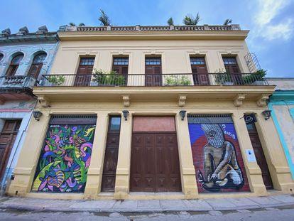 Frente a este edificio cayó Yarini herido de muerte.  Hoy el inmueble acoge la galería Gorria y en la terraza superior el restaurante bautizado con el nombre del famoso proxeneta.