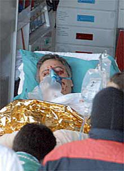 "<FONT SIZE=""2""><B>Un paquete bomba causa heridas graves al periodista Gorka Landaburu</B></FONT>. (Foto: Javier Hernández)"